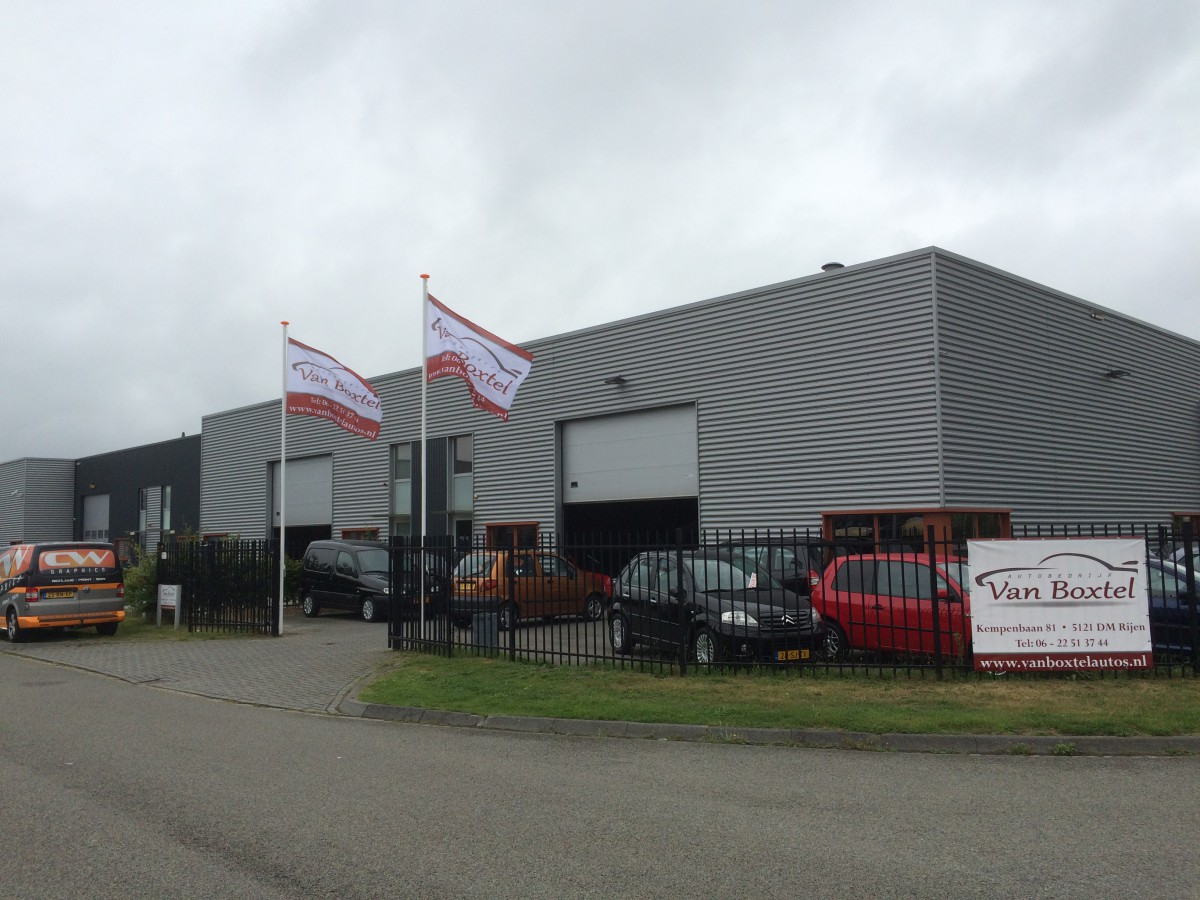 Vlaggenmasten Autobedrijf van Boxtel
